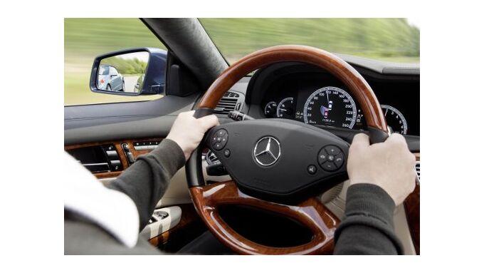 ADAC verleiht Gelben Engel an Daimler