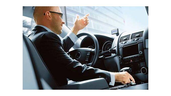 Fahrer dürfen den Kopfhörer eines Autotelefons benutzen