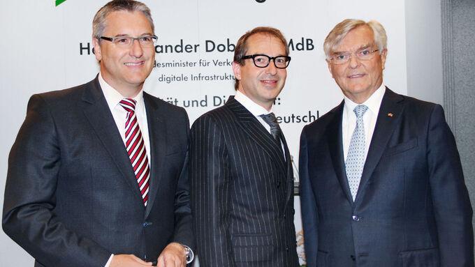Im Dialog: Minister Alexander Dobrindt (Mitte) mit Dekra-Vorstandschef Stefan Kölbl und dem Ehrenpräsidenten des Präsidialrats, Prof. Dr. Gerhard Zeidler (rechts).