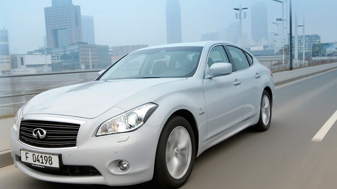 Infiniti M35h, Hybridmodell, Luxusliner