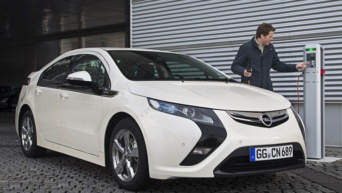 Opel Ampera fährt nach Genf