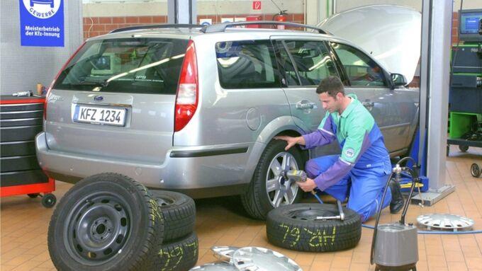 Reifenwechsel in der Werkstatt