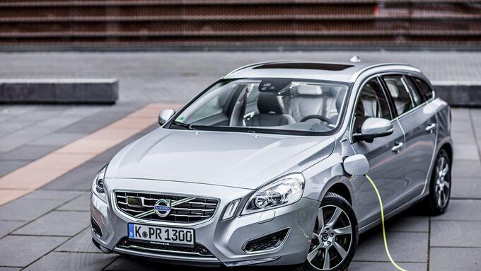 Volvo V60 Plug-in-Hybrid beim Aufladen