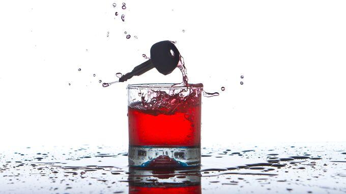 Allkohol und Drogen am Steuer.