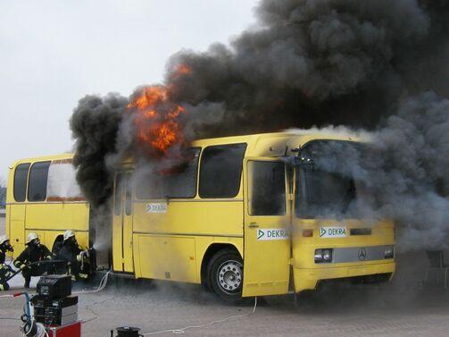 Brennender Omnibus BASt-Projekt zu Busbränden 2004