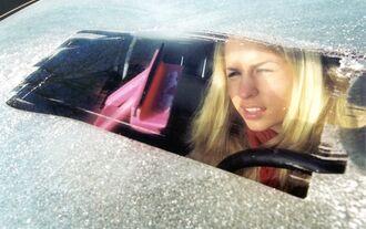 Eiskratzen_windschutzscheibe_frost_eis_kratzen_winter